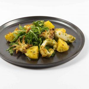 Gratinierte Calamari mit Kartoffeln und Rucola