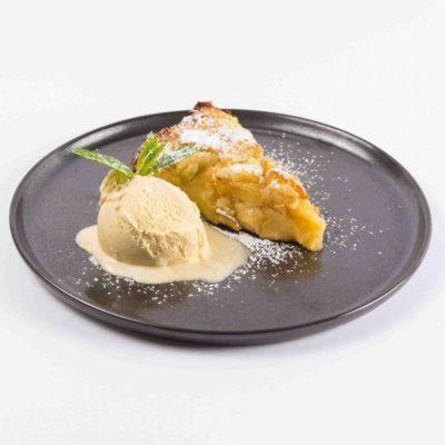 Italienischer Apfelkuchen mit Vanilleeis