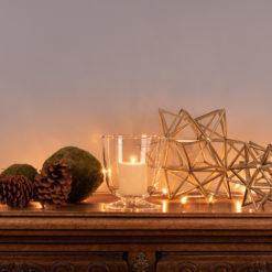 Sideboard Setting Weihnachten 2018, Stern Broste Copenhagen und LSA Light Windlicht mit Mooskugeln und Pinienzapfen