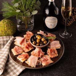 Rosmarin-Cracker mit italienischem Aufschnitt, Oliven und Prosecco, Rezept, Aperitif und Amuse Bouche