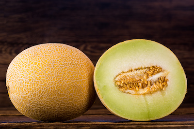 Galia Melone ganz und halbiert