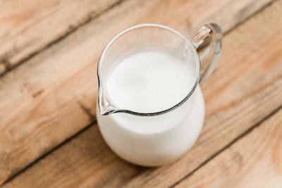 Sahne oder Milch in einer Karaffe
