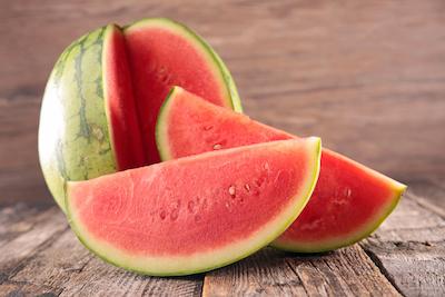Wassermelone auf Holz