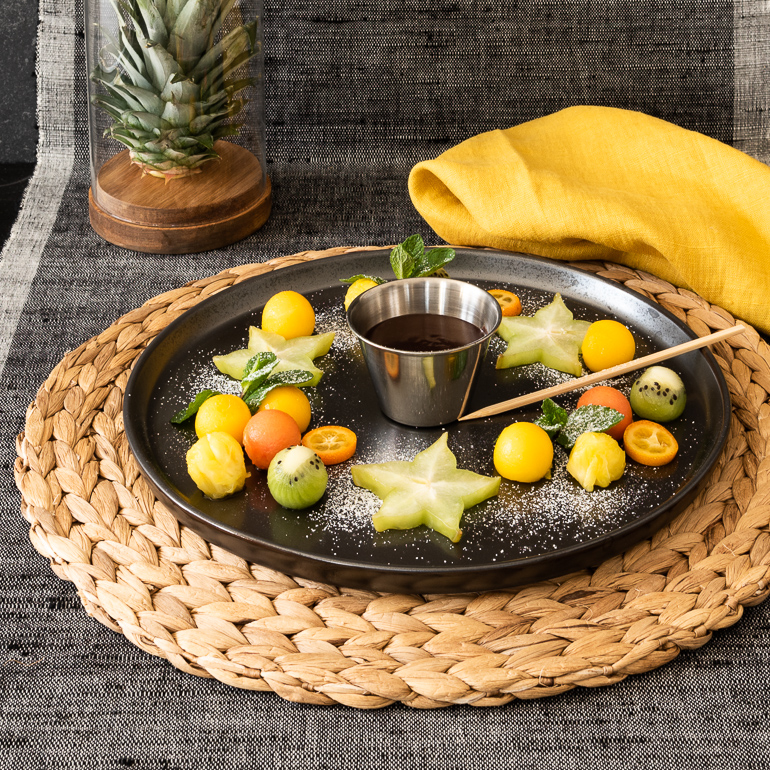 Dark chocolate Fondue mit exotischen Früchten