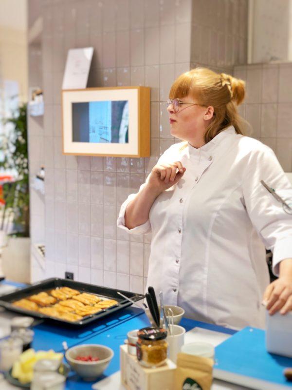Stephanie von Seggern, Deutsche See Köchin, im Rosenthal Store München beim Kochkurs Fit mit Fisch
