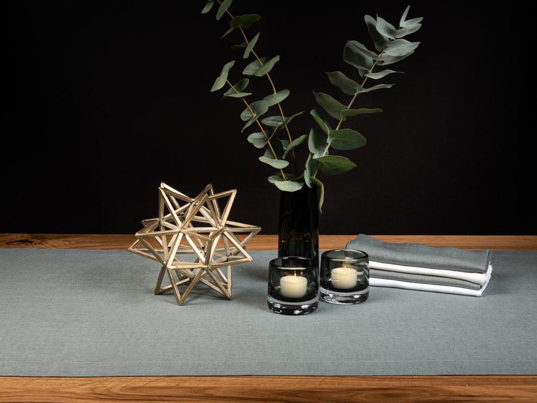 Tischdeko Weihnachten in Betongrau und Schiefergrau mit Broste Copenhagen Stern gold