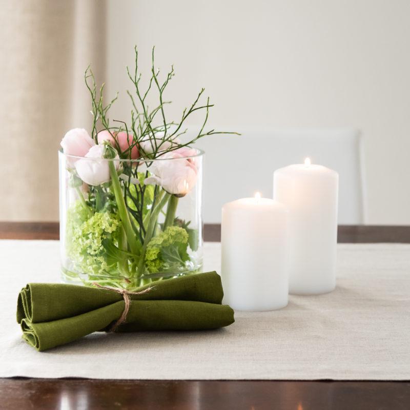 Tulpen im Glas, Tischläufer in Natur Leinen, Servietten Leinen Natur, Permanent Kerzen Farluce